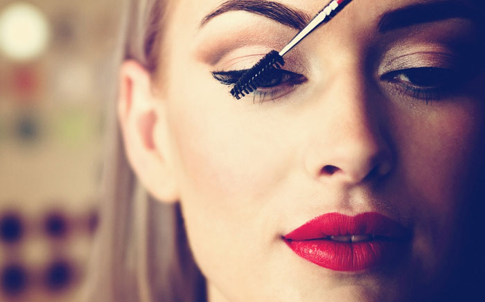 Get the perfect cocktail party makeup in simple steps